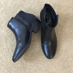 Jack Roger's black ankle boots size 8 like new!